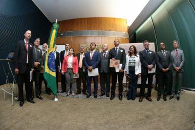 Lançamento da Reforma Tributária Solidária une líderes de mais de 10 partidos na Câmara dos Deputados